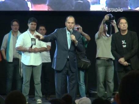 Pastor Everaldo faz campanha em culto, em Brasília
