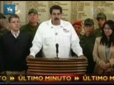 Vice se emociona ao anunciar morte de Chávez