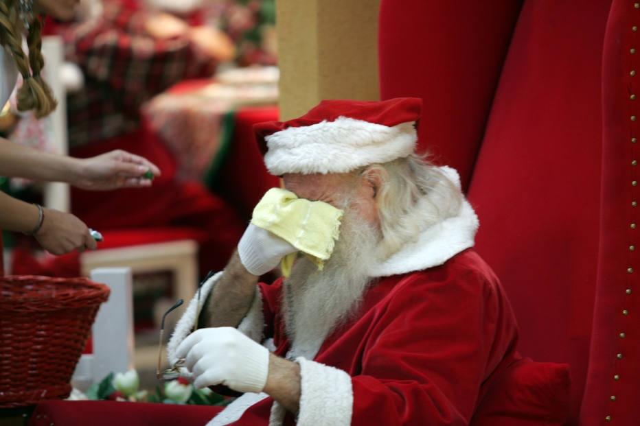 Guloseimas acabam e crianças atiram pedras em Papai Noel no interior de SP