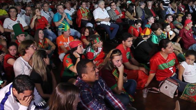 Torcedores Assistem derrota da seleção Portuguesa
