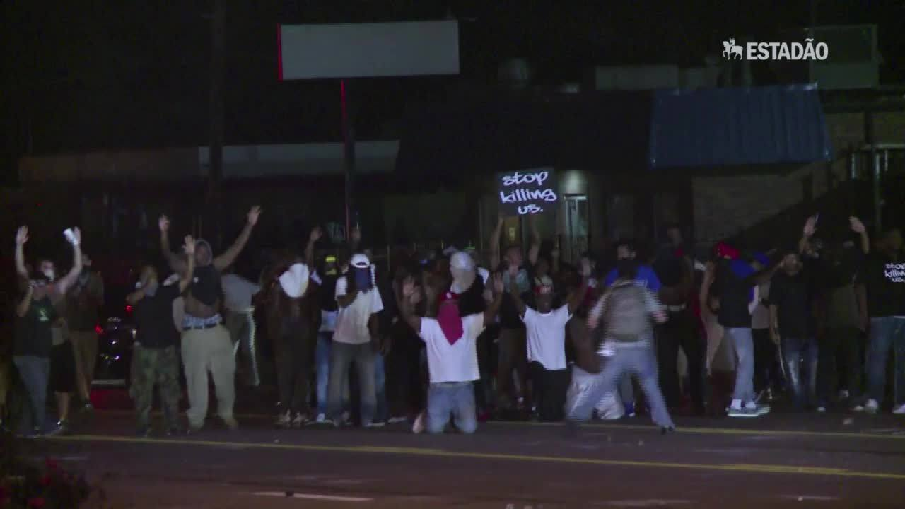 Policiais são baleados em Ferguson