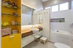 O espaçoso banheiro dos filhos, no segundo piso