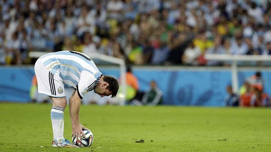O que poderia ter sido um gol de Messi, acabou virando um gol contra de Kolasinac.