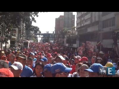 Manifestantes comemoram quarto mandato de Chávez
