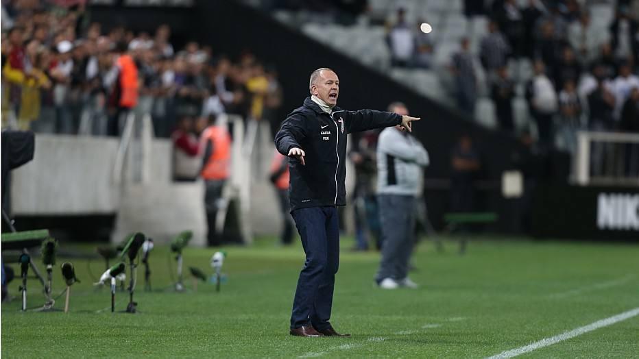 Equipe comandada por Mano Menezes conseguiu a vaga depois de ter perdido a partida de ida por 1 a 0 na Arena Pantanal
