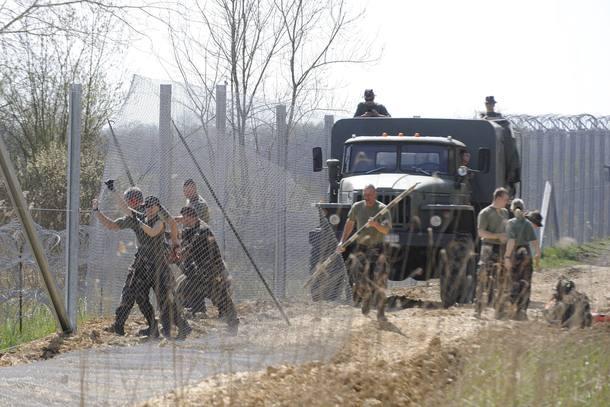 Cerca na fronteira da Sérvia com a Hungria
