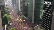 Festa do Orgulho Gay em São Paulo defende Estado laico