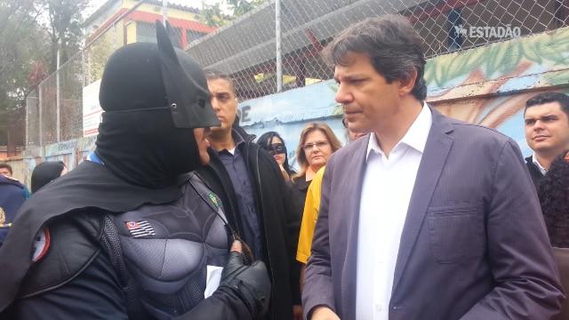 """Batman """"enquadra"""" Haddad no Campo Limpo"""