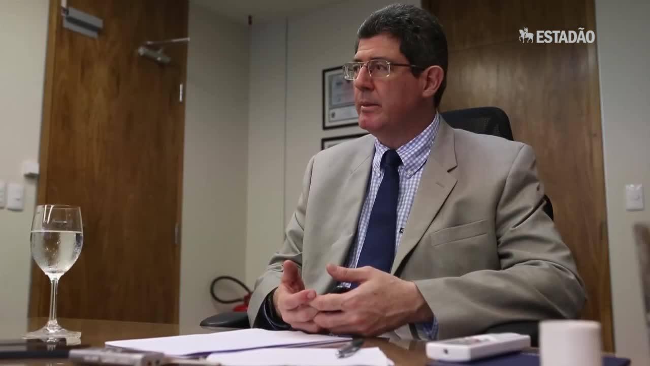 Levy: governo tem de mirar na retomada do crescimento em 2016