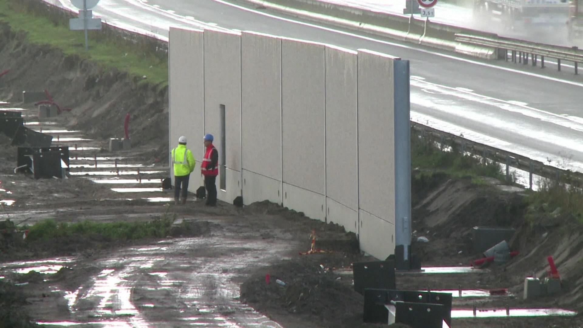 Construção do muro avança em Calais