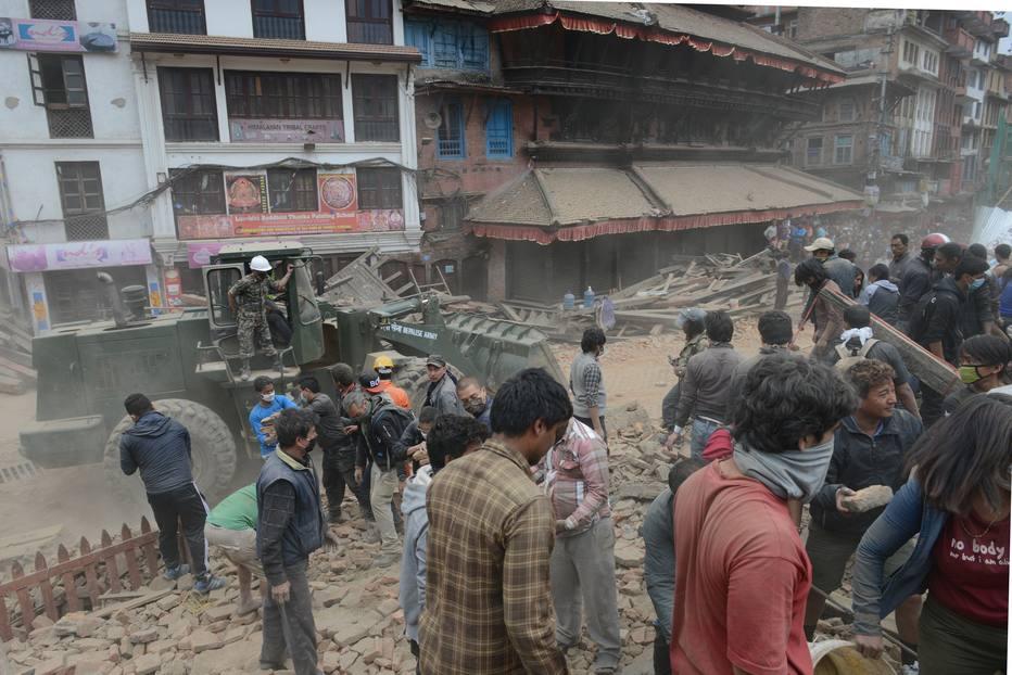 Tremor matou ao menos 1.130 pessoas, a maioria do Vale Katmandu, de acordo com informações de autoridades dos países asiáticos