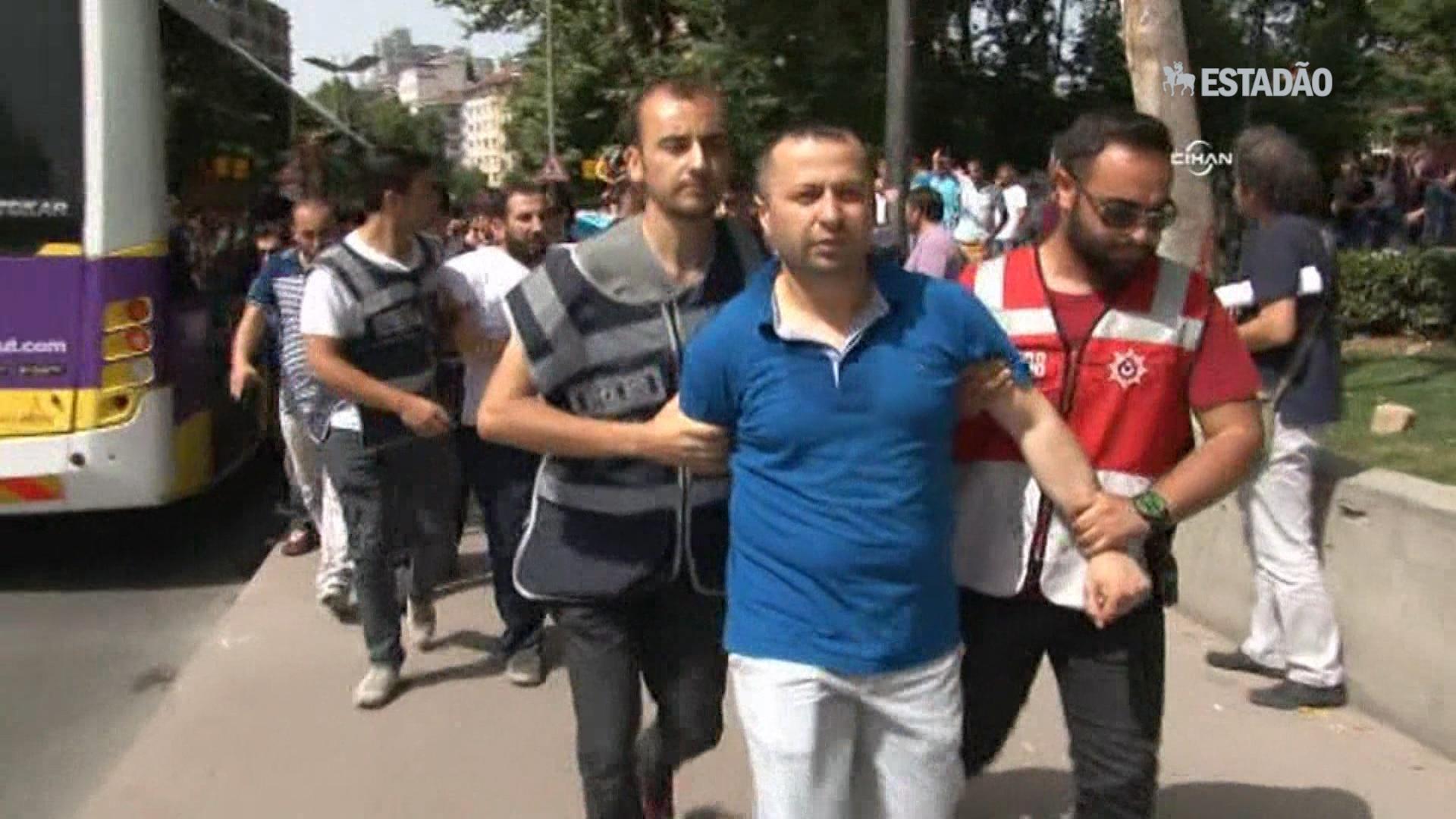 Polícia dispersa marcha gay em Istambul