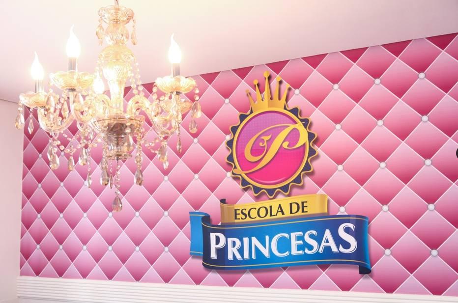 Escola de princesas ensina etiqueta culin ria e - Casas de princesas ...