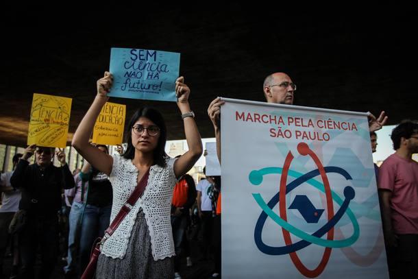 Resultado de imagem para Cortes na Ciência ameaçam o futuro do Brasil, dizem ganhadores do Nobel