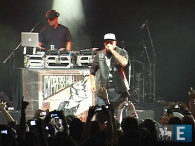 "Cypress Hill toca ""Get ?em Up"" e ""Hand On The Pump"""