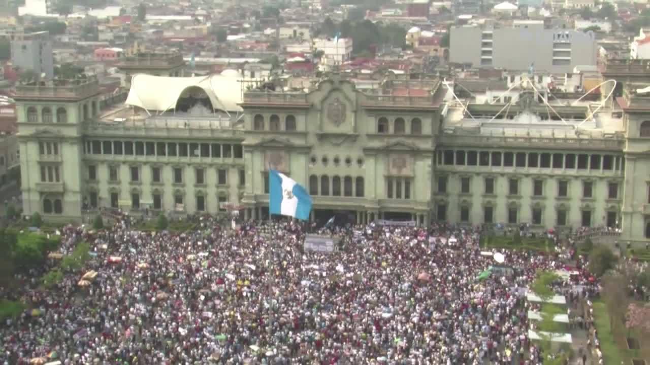 Manifestação pede saída do presidente na Guatemala