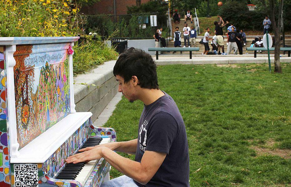 Tocar um instrumento musical: ajuda na criatividade, habilidades analíticas, linguagem e matemática, por exemplo. A atividade ajuda a reforçar o corpo calos, que liga os hemisférios do cérebro, criando novas conexões e ajuda a melhorar a memória e na solução de problemas, independentemente de quantos anos você tem.