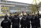 Policiamento no estádio do Borussia Dortmund foi reforçado para a realização de jogo pela Liga dos Campeões após explosões atingirem ônibus da equipe