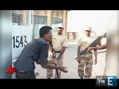 Vídeo mostra jovem paquistanês minutos antes de sua execução