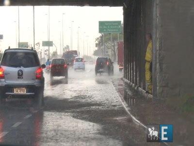 Após recorde de calor, chuva deixa cidade em estado de atenção