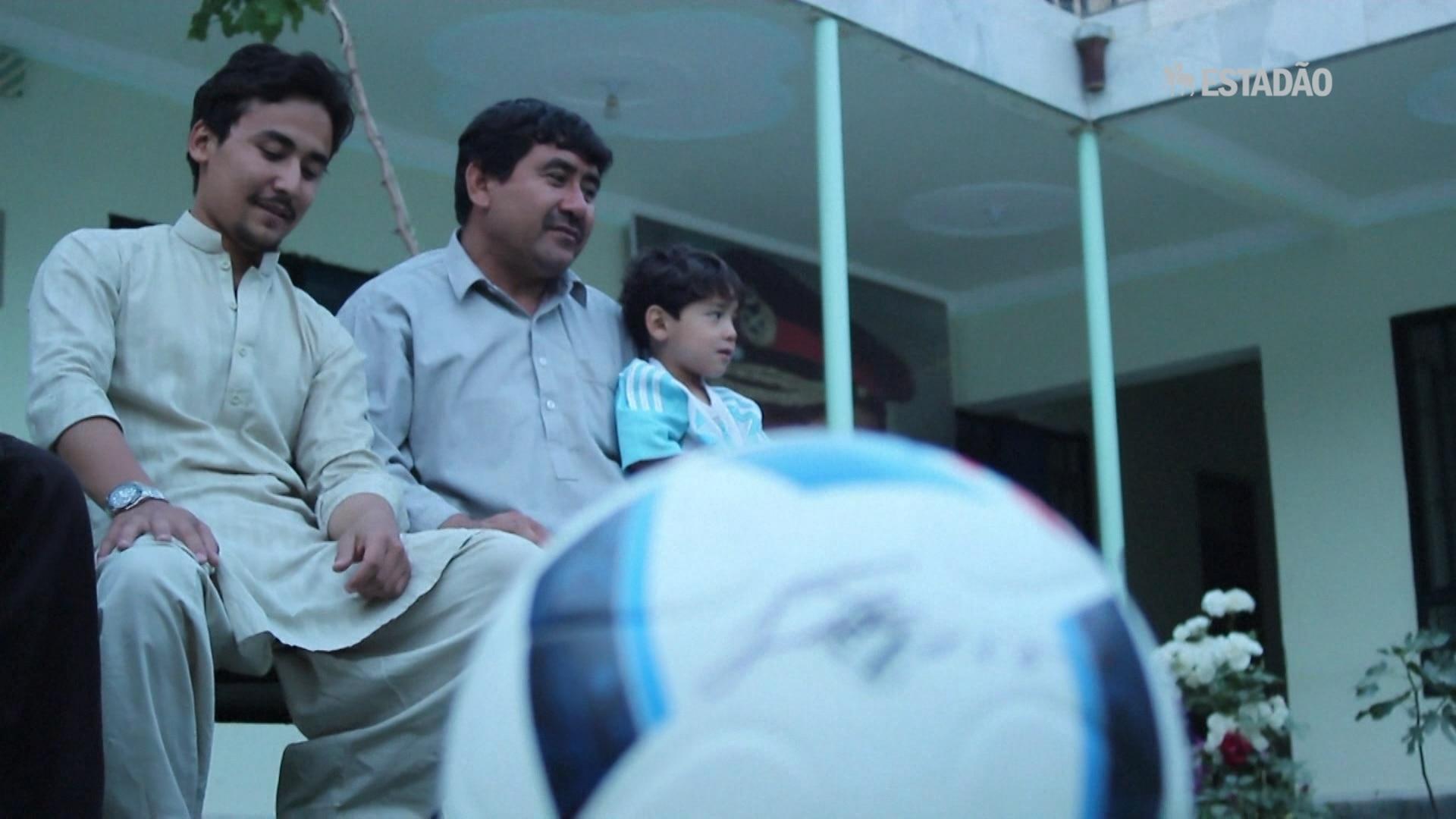 Pequeno 'Messi afegão' fugiu para o Paquistão após ameaças