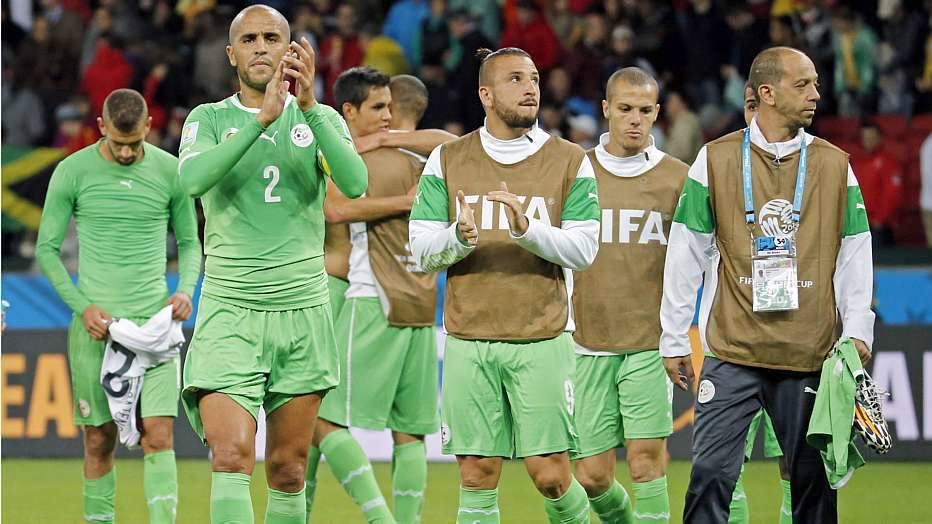 Mustafi e Schweinsteiger saíram do campo com dores e podem ser dúvida para Joachim Löw nas quartas de final.