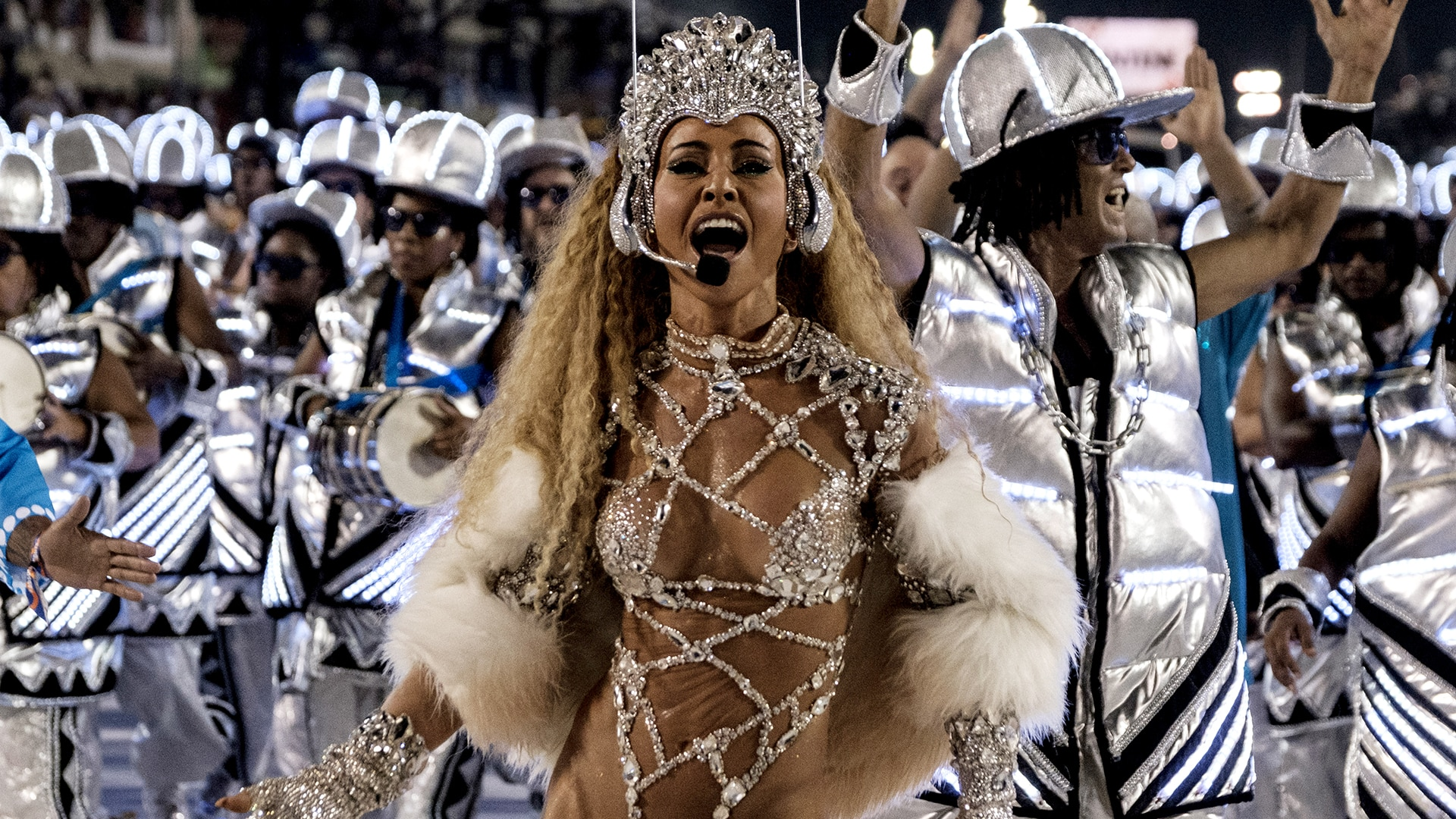 Veja os melhores momentos do desfile da Vila Isabel