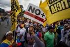 Opositores querem o fim do governo de Nicolás Maduro e a realização de eleições antecipadas