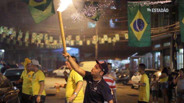 Veja como assistiram ao jogo Brasil x Colômbia em diferentes locais de São Paulo