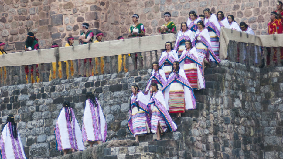 O início das celebrações se dá no Qoricancha, o Templo do Sol, no centro de Cusco, coração e alma inca
