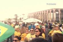 Grupo pró-impeachment se manifesta em clima de festa