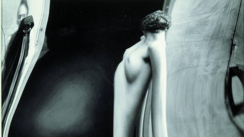 """""""Distorção"""", fotografia de 1933 do artista húngaro André Kertész, um dos pioneiros da fotografia experimental."""