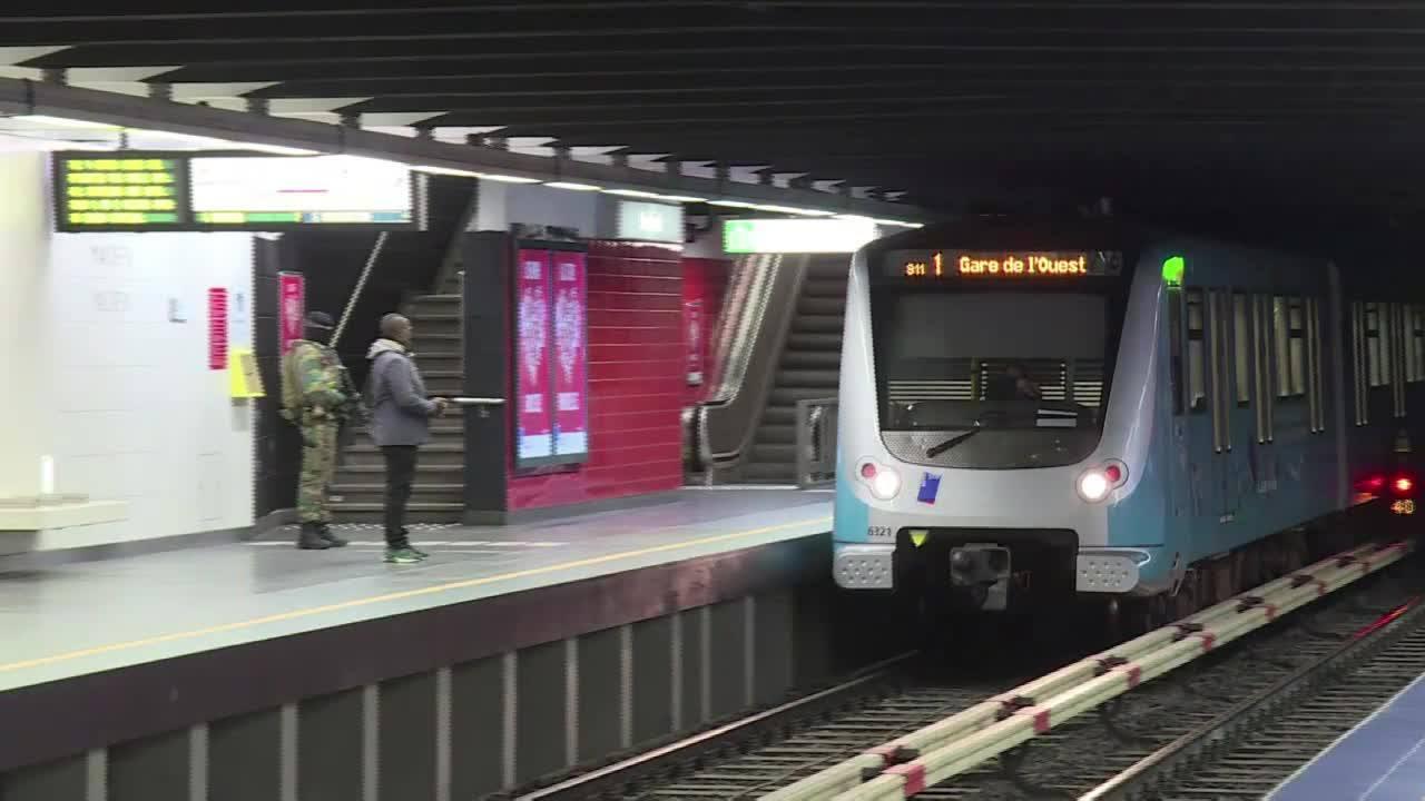 Alvo de ataque, estação de metrô reabre em Bruxelas