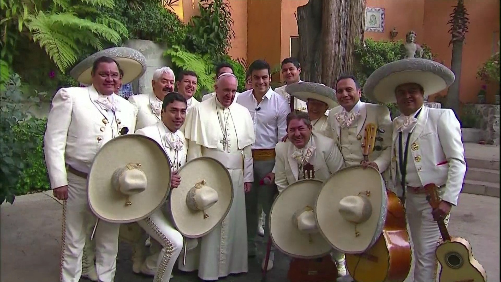 Mariachis homenageiam papa Francisco