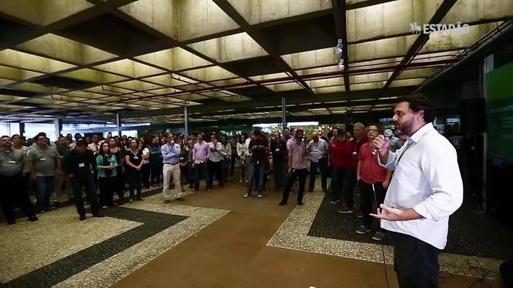 Funcionários do BNDES protestam contra operação Bullish da PF