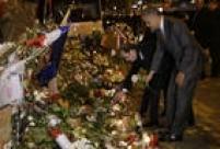 Obama deposita rosas brancas em frente ao Bataclan