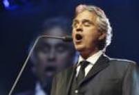 O tenor italiano Andrea Bocelli toca em São Paulo nos dias 12 e 13 de outubro de 2016, no Allianz Parque.O espetáculo contempla o repertório do último disco do tenor, 'Cinema'. Grandes clássicos do cinema de todos os tempos estão presentes.<a href='http://https://www.ingressorapido.com.br/compras/?id=46681&gclid=Cj0KEQiA6vS2BRDH8dq06YDHz_IBEiQAzNdBmSUEoK4fPH8YmPXh70OQAthxOB0yAa41NoCQNEtD0A4aAkE48P8HAQ#!/' target='_blank'>COMPRE SEU INGRESSO</a>