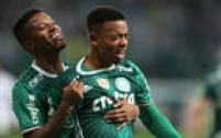 Gabriel Jesus comemora o primeiro dos seus dois gols diante doAmérica-MG