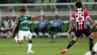 Robinho, do meio-campo,abriu o placar com um golaço; Rafael Marques marcou os outros dois