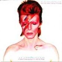 """Bowie """"matou"""" Ziggy Stardust e retornou como o personagem título deste álbum, outro ícone da carreira, traduzido por ele como """"Ziggy vai para a América"""". Ouça: The Jean Genie e Drive-In Saturday"""
