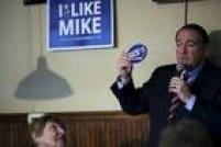 FORA DA CORRIDA: Ex-governador do Arkansas, pastor evangélico e apresentador de um programa de televisão, estavaem sua segunda campanha presidencial. Sua retórica fortemente religiosa tentou atrair os eleitores evangélicos das áreas rurais, mas ele desistiu da corrida após a derrota no caucus de Iowa, no dia 2 de fevereiro