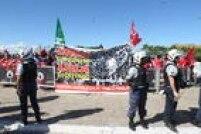 Manifestantes pró-governo chamam as ações que pedem a saída de Dilma da Presidência de 'golpe' e exaltam Lula