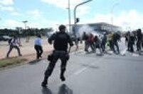 No dia em que o ex-presidente Luiz Inácio Lula da Silva toma posse como ministro da Casa Civil, manifestantes pró e contra o governo entraram em conflito em Brasília