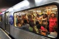 A estação mais movimentada é a Sé, no centro, ponto de intersecção entre as Linhas 1-Azul e 3-Vermelha. Recebe, diariamente, mais de 600mil pessoas, considerando apenas dias úteis.
