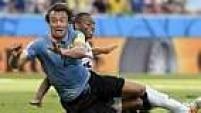 Logo no início do jogo, um gol de Godín foi anulado corretamente por conta de uma posição de impedimento. Na sequência, Lugano sofreu um pênalti.