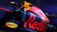 Outra novidade é a saída da marca Infiniti e a chegada da TAG Heuer, que estampa as laterais do carro da Red Bull. Não há referências à Renault, que manteve a parceria com a equipe depois de atritos.