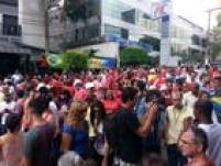Os manifestantes demonstraram apoio ao ex-presidente Lula, que prestou depoimento na manhã de sexta-feira, 4, na 24ª fase da Operação Lava Jato