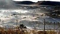 URUPEMA SC 03/06/2014 METROPOLE CLIMA FRIO - O frio chegou com força total em Santa Catarina nesta madrugada de terça-feira (03). As temperaturas despencaram deixando marcas negativas. A mínima aferida no estado foi em Urupema chegando à marca dos -5,6°C, segundo medições da Epagri/Ciram. A cidade amanheceu congelada, com uma forte geada que cobriu de branco os campos, o telhado das casas, os carros que ficaram expostos ao ar livre, enfim, poças de água congelaram com o frio rigoroso. Pela manhã, por volta das 9h, apesar do sol que apareceu, as temperaturas continuavam negativas na cidade mais fria do Brasil.  FOTO Marília Oliveira /Prefeitura de Urupema