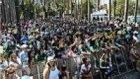 Mais cedo, torcedores protestaram contra a diretoria alviverde na Praça da Sé, centro de São Paulo, em uma festa de comemoração do centenário do clube.