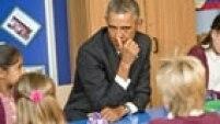 BR079 NEWPORT (REINO UNIDO), 04/09/2014.- El presidente estadounidense, Barack Obama, habla con un grupo de niños durante su visita a la escuela primaria Mount Pleasant de Newport (Gales, Reino Unido) antes del inicio la primera jornada de la cumbre de la OTAN hoy, jueves 4 de septiembre de 2014. EFE/Christopher Jones / POOL